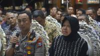 Wali Kota Surabaya Tri Rismaharini bersama Kapolretabes Surabaya Sandi Nugroho saat jumpa pers. (Foto: Liputan6.com/Dian Kurniawan)