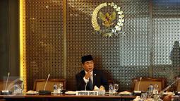 Ketua DPR Ade Komarudin memimpin Rapat Konsultasi bersama Menteri Agama Lukman Hakim Syaifuddin di Gedung Nusantara  III, Kompleks Parlemen, Senayan, Jakarta, Senin (26/9). Rapat konsultasi itu membahas permasalahan kuota haji. (Liputan6.com/Johan Tallo)