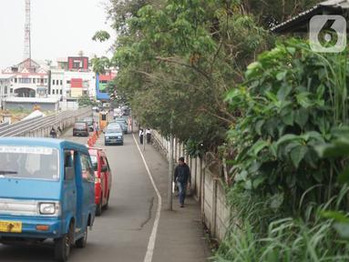 Angkutan umum (angkot) melintas di sekitar Terminal Depok, Jawa Barat, Kamis (30/1/2020). Kepala Dishub Depok, Dadang Wihana mengatakan, pada tahun 2019 telah berhasil mengumpulkan retribusi terminal sebesar Rp1.288.000.000. (Liputan6.com/Immanuel Antonius)