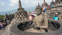 Patung Budha yang berada di dalam stupa candi, terdiri dari berbagai ukuran dan gaya serta mudra (sikap tangan). (foto : Liputan6.com / fajar abrori)