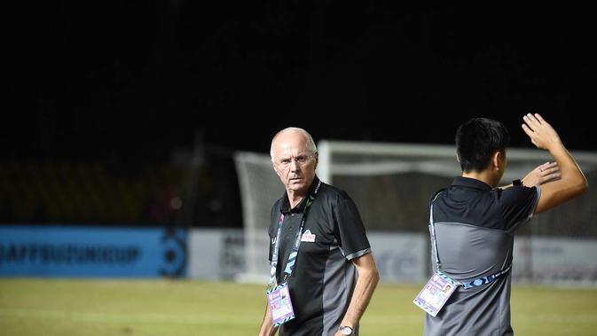 Pelatih Sven-Goran Eriksson saat mendampingi Timnas Filipina melawan Singapura pada laga Grup B Piala AFF 2018. (AFF Suzuki Cup)