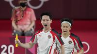 Indonesian men's doubles Kevin Sanjaya/Marcus Gideon scored points against the Indian pair Chirag Shetty/Satwiksairaj Rankireddy in the Tokyo 2020 Olympic badminton at Musashino Forest Sports Plaza, Tokyo, Monday (26/7/2021).  Kevin/Marcus won 21-13 and 21-12.  (AP Photo/Markus Schreiber)