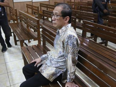 Pendeta yang dihadirkan sebagai saksi dari pihak Basuki Tjahaja Purnama (Ahok) dalam lanjutan sidang gugatan cerai di Pengadilan Negeri  Jakarta Utara, Rabu (7/3). Pendeta ini menjadi tempat curhat Ahok dan Veronica Tan. (Liputan6.com/Arya Manggala)