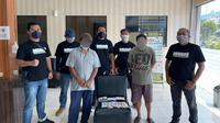 Tim Macan Polresta Manado menangkap dua pria pelaku judi toto gelap alias togel di Kembes Jaga VI, Kecamatan Tombulu, Kabupaten Minahasa, pada Selasa (27/7/2021).