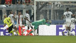 Gol Haaland barulah terjadi di menit injury time babak pertama saat Dortmund sudah unggul satu angka dari Jude Bellingham. Penyerang Norwegia tersebut sukses mengkonversi umpan Bellingham untuk mencatatkan namanya di papan skor. (Foto: AP Photo)