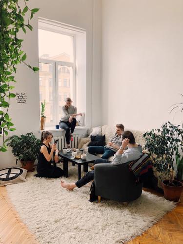 ilustrasi berkumpul dengan keluarga saat buka bersama/pexels