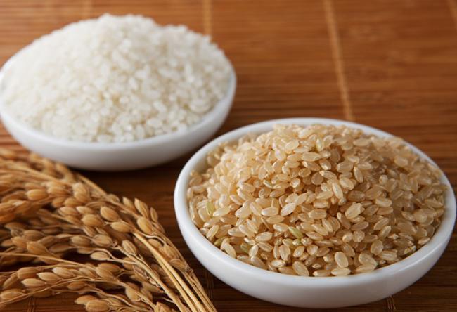 Nasi merah dan nasi putih sama-sama baik selama dikonsumsi dalam jumlah tepat | Photo: Copyright newtritionny.com