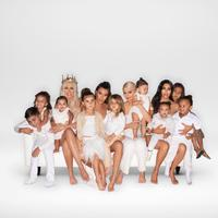 Potret kartu Natal keluarga Kardashian-Jenner (Instagram/khloekardashian)