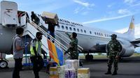 Bantuan keempat 1.000 APD yang tiba di Maluku Utara, Sabtu 18 April 2020. (For Liputan6.com/Hairil Hiar)