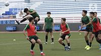 Suasana saat latihan Timnas Indonesia U-22 di Stadion Rizal Memorial, Manila, Senin (25/11/2019). Latihan ini persiapan jelang laga SEA Games 2019 melawan Thailand. (Bola.com/M Iqbal Ichsan)