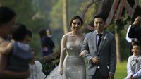 Resepsi pernikahan Dominique Nadine yang berlangsung di Pine Hill Cibodas, Bandung.