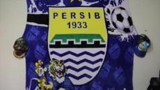 Para punggawa Persib Bandung bersiap untuk berangkat menuju Jakarta. Keberangkatan mereka dimeriahkan oleh sambutan para Bobotoh.