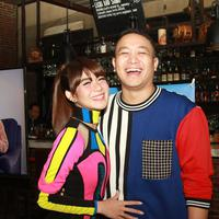 Gilang Dirga dan istrinya Adiezty Fersa saat peluncuran single 'Kini (Aku Bebas)'.