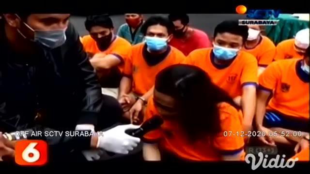 Sebanyak 49 tersangka ditangkap aparat Reskoba Polrestabes Surabaya, dari hasil ungkap kasus 36 narkoba selama bulan November 2020. Dari hasil pemeriksaan, rata-rata para tersangka mendapatkan narkoba dan obat keras berbahaya dari kurir.