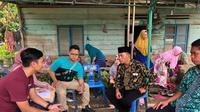 Kepala BPJS Ketenagakerjaan Cabang Binjai  T. M. Haris Sabri Sinar saat kunjungan kerumah duka Gusliana peserta BPJS Ketenagakerjaan yang menjadi korban tewas kebakaran pabrik korek api gas kabupaten Langkat, Sumatera Utara.