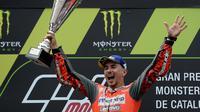 Pembalap tim Ducati, Jorge Lorenzo, berhasil meraih podium juara di MotoGP Catalunya yang dihelat di Circuit de Barcelona, Minggu (17/6/2018) malam WIB. (AFP/Josep Lago)