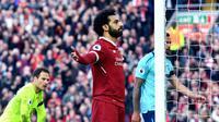 Penyerang Liverpool Mohamed Salah merayakan golnya saat melawan Bournemouth pada pertandingan Liga Inggris di Anfield, Liverpool (14/4). (Anthony Devlin/PA via AP)