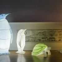 Bukan hanya sekadar seni melipat, kesenian origami kini bisa dijadikan lampu tidur yang mewah. (Via: boredpanda.com)