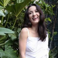 Julie Estelle, pemain film Foxtrot Six.