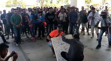 Diduga membawa efek negatif, rencana pembangunan rest area Pulau Rinca dan Padar diprotes masyarakat.