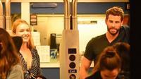 Liam Hemsworth sudah punya kekasih baru yaitu aktris cantik bernama Maddison Brown.  [Foto: E Online]