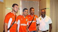 Reinaldo Lobo, Alberto Goncalves, dan Hilton Moreira berfoto bareng Jacksen F. Tiago menjelang Liga Premier Malaysia 2015. (The Star)