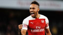 2. Pierre-Emerick Aubameyang (Arsenal) - 17 Gol (3 Penalti). (AFP/Adrian Dennis)