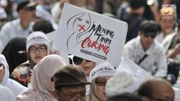 Massa saat menggelar aksi di sekitar Patung Kuda, Monas, Jakarta, Rabu (26/6/2019). Ratusan massa terus memadati aksi tersebut untuk menuntut hakim MK agar adil dalam memutuskan hasil sidang sengketa Pilpres 2019. (merdeka.com/Iqbal S. Nugroho)