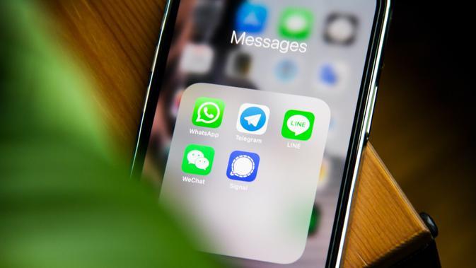 Ilustrasi WhatsApp dan aplikasi pesan instan.  Adem AY/Unsplash