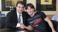 Romantika antara Joan Laporta (kiri) dengan Lionel Messi di masa lalu (AFP)