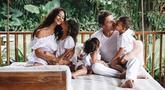 Setelah menikah dengan pujaan hatinya yakni pria berkebangsaan Australia, Ibrahim Justin Werner, presenter cantik Indah Kalalo memang jadi jarang muncul di layar kaca. Ia pun nampak lebih fokus mengurus ketiga buah hatinya. (Liputan6.com/IG/indahkalalo)