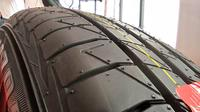 Telapak ban Dunlop SR Sport LM705 (Amal/Liputan6.com)
