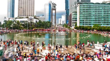 Air mancur Bundaran HI sebagai satu di antara land mark Indonesia dan Ibu Kota akan kembali dipercantik, Jakarta, Minggu (1/11/2015). Dinas Pertamanan dan Pemakaman DKI Jakarta berencana menata ulang air mancur pada awal 2016. (Liputan6.com/Yoppy Renato)