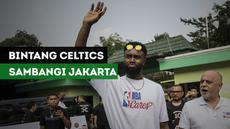 Bintang Boston Celtics, Jaylen Brown membuat heboh SMAN 82 Jakarta dalam rangka menghadiri NBA Cares.