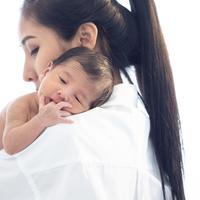 Muntah pada bayi yang perlu diwaspadai./Copyright shutterstock.com