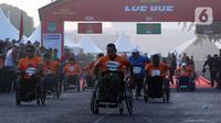 Peserta disabilitas memacu kursi roda balapnya pada kegiatan lomba lari bertajuk Lo Gue Run (LGR) 2020 di Kompleks Monas, Jakarta Pusat, Minggu (26/1/2020). Kodam Jayakarta menggelar lomba lari 'Loe Gue Run' yang merupakan puncak perayaan HUT ke-70 Kodam Jaya. (Liputan6.com/Johan Tallo)