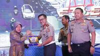 Wali Kota Risma merasa lega dengan keberadaan tilang elektronik di Surabaya (Liputan6.com/ Dian Kurniawan)