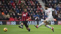 Penyerang Liverpool, Mohamed Salah, kala mencetak gol ke gawang tuan rumah Bournemouth dalam lanjutan kompetisi Liga Inggris, Sabtu (8/12/2018). (Mark Pain/PA via AP)