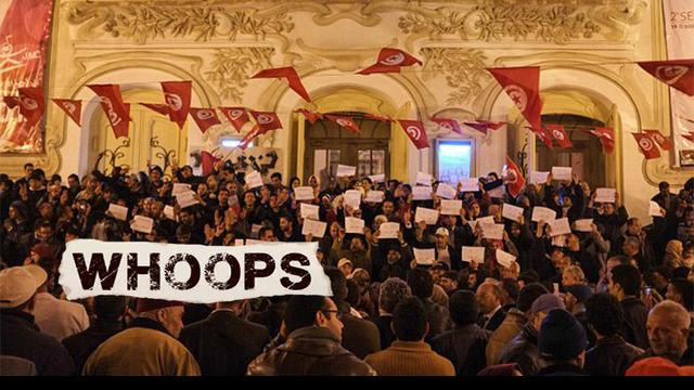 Sekitar seribu warga Tunisia melakukan protes atas aksi teror di Museum Nasional Bardo yang telah menewaskan 22 orang.Para demonstran berteriak slogan tentang anti terorisme dan mendukung pihak kepolisan Tunisia sambil memegang banner di tangan merek...