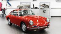 Porsche 911 langka lansiran 1964 yang awalnya rusak dan penuh karat kini tampil memukau setelah direstorasi selama tiga tahun. (Carscoops)