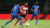 Duel Madura United vs Arema di Stadion Gelora Madura, Pamekasan, Sabtu (20/7/2019). (Bola.com/Aditya Wany)