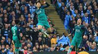 Pemain Tottenham Hotspur, Son Heung-min, selebrasi setelah mencetak gol ke gawang Manchester City dalam laga leg kedua Liga Champions 2018-2018 di Etihad Stadium, Kamis dini hari (18/4/2019). (AFP/Lindsey Parnaby)