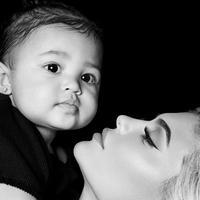 Potret Kylie Jenner bersama Stormi. (Instagram/kyliejenner)