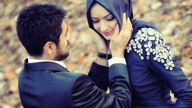 13 Foto Momen Manis Dan Romantis Pasangan Suami Istri Muslim Fimela Fimela Com