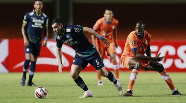 FOTO: Unggul 1-0 atas Persiraja di Babak Pertama, Persib Incar Juara Grup D - Farshad Noor; Ousmane Fane