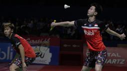 Ganda putra Indonesia, Marcus Gideon / Kevin Sanjaya, saat melawan Li Jun Hui / Liu Yu Chen pada Indonesia Open 2019 di Istora Senayan, Sabtu (20/7). Marcus / Kevin menang 21-9 dan 21-13. (Bola.com/Vitalis Yogi Trisna)