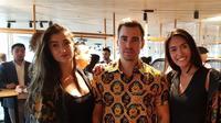 Ruben Fernhout yang merupakan musisi dan DJ terkenal Belanda mempromosikan batik modern hasil karyanya melalui sebuah event promosi yang di gelar di Hotel Jakarta, Amsterdam, 20 Juli 2019. (KBRI Den Haag)