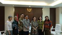 Sejumlah petinggi Emtek Grup bersilahturahmi dengan Menko PMK Puan Maharani, di kantor Kemenko PMK, Jakarta, Selasa (19/2/2019). (Liputan6.com/Delvira Hutabarat)