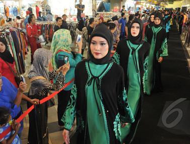 Jelang Ramadhan, Itang Yunasz Pamer Busana Muslim Terbarunya