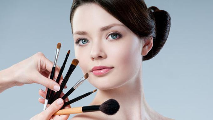 12c3b6534cc Tips Make Up Cantik Untuk Hadiri Acara Resepsi Ala MUA - Beauty ...